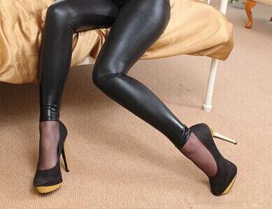 Девушки в лосинах. Фетиш на обтягивающие женские ножки лосины. 26 фото