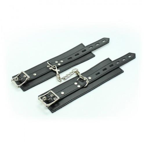 Черные наручники на цепочке с карабином