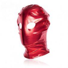 Красная блестящая маска с отверстиям..