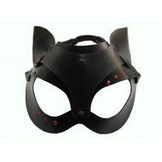 Кожаная чёрная маска со стразами и у..