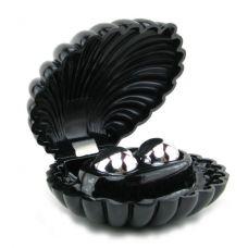 Черная раковина с жемчужинами..