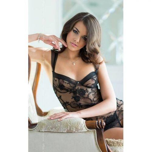 Сорочка черная с фигурным вырезом на спине и стринги Ana