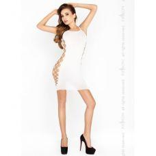Белое платье на тонких бретелях..