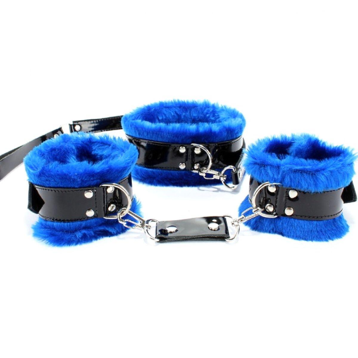 Набор фиксаторов (ошейник, поводок, оковы) из лакированной кожи с ярко-синим мехом