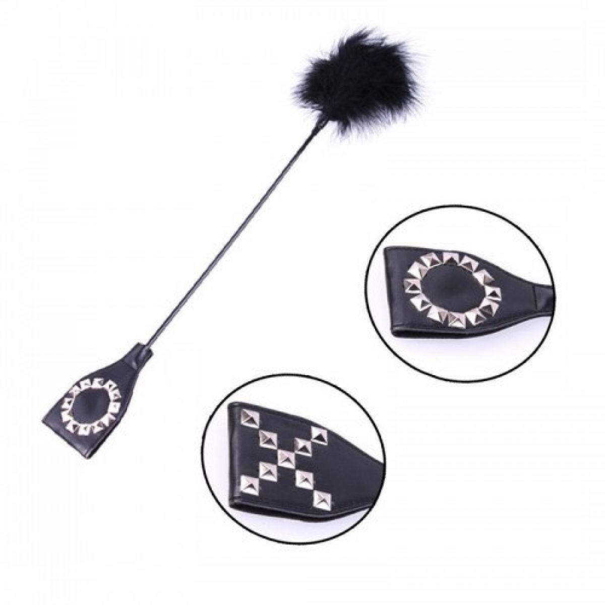 Декорированная заклёпками стек-шлепалка с тиклером