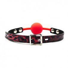 Красный силиконовый кляп-шарик на ре..