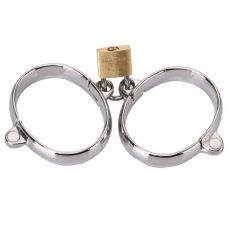 Металлические наручники на замочке..